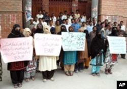 بلوچستان سے لاپتہ ہونے والے افراد کے اہل خانہ (فائل فوٹو)