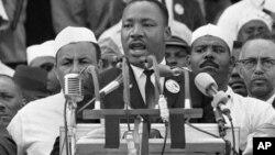 """Martin Luter King Mlađi obraća se učesnicima """"Marša na Vašington"""""""