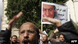 Người Ai Cập đã biểu tình trong 17 ngày qua, kêu gọi lật đổ Tổng thống Mubarak