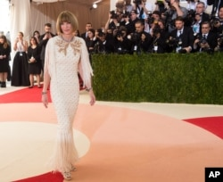 "Anna Wintour arrives at The Metropolitan Museum of Art Costume Institute Benefit Gala, celebrating the opening of ""Manus x Machina: Fashion in an Age of Technology"" on May 2, 2016, in New York."