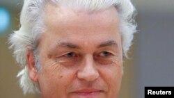 ARSIP – Politisi anti-Islam Belanda, Geert Wilders, tampil di pengadilan dan menuduh para jaksa mencoba untuk menghilangkan haknya atas kebebasan berpendapat, Amsterdam, Belanda, 17 Mei 2018 (foto: Reuters/Francois Walschaerts)