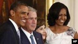 صدر اوباما اور خاتون اول مشیل سابق صدر بش اور لورا بش کے ہمراہ