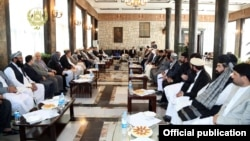 پارلمان افغانستان محمد حنیف اتمر، مشاور امنیت ملی افغاسنتان، و جنرال رحمت الله نبیل، رئیس اداره امنیت ملی را روز یکشنبه آینده به ولسی جرگه فرا خوانده است.