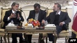 伊朗议会议长拉里贾尼(右)在德黑兰会晤巴西外长阿莫里姆