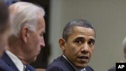 바이든 부통령과 대화중인 오바마 미 대통령