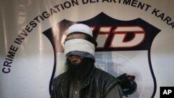 2010年2月17日,巴基斯坦政府在證實逮捕了阿富汗塔利班頭領巴拉達爾不久,把一名沒有透露姓名、據稱是塔利班指揮官的人展示給媒體。巴基斯坦政府宣佈已在9月21日釋放了巴拉達爾以推動阿富汗和平進程。