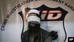 2010年2月17日,巴基斯坦政府在证实逮捕了阿富汗塔利班头领巴拉达尔不久,把一名没有透露姓名、据称是塔利班指挥官的人展示给媒体。巴基斯坦政府宣布已在9月21日释放了巴拉达尔以推动阿富汗和平进程。
