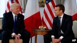 Donald Trump et Emmanuel Macron, Ambasade des Etats-Unis, Bruxelles, le 25 mai 2017.