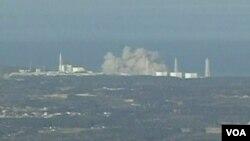 Ledakan Sabtu (12/3) merusak sebuah bangunan yang menampung reaktor nomor satu di PLTN Fukushima.