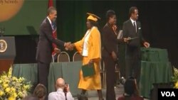 El presidente Obama durante la ceremonia de graduación en Memphis.