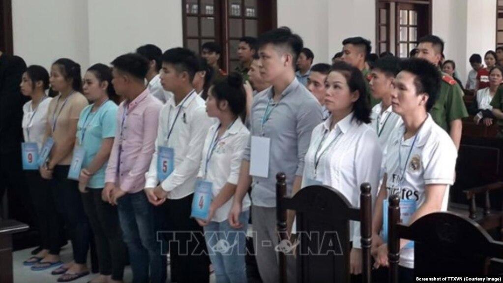 15 người ở Đồng Nai bị kết án từ 8 đến 18 tháng tù vì tham gia biểu tình chống dự luật gây tranh cãi. (Ảnh chụp màn hình TTXVN)