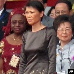 周美青(中)是第二位穿吴季刚礼服的第一夫人
