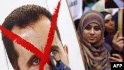 Сирийская оппозиция с перечеркнутым портретом президента Башара Асада.