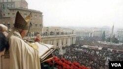 En 2005 se pidió la canonización por aclamación popular del pontífice, prohibida por el Vaticano.