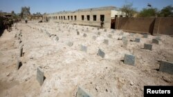Sebuah kuburan masal untuk kaum militan Islamic State tampak di Falluja, Irak, 4 September 2016 (foto: Reuters/Khalid al Mousily)