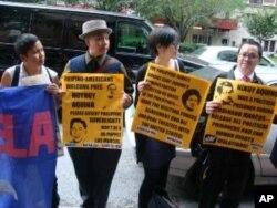 場外示威者呼籲捍衛菲律賓主權
