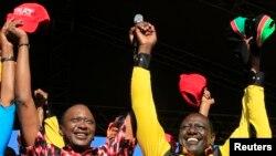 Uhuru Kenyatta (kushoto), kiongozi wa muungano wa Jubilee na mwenzake William Ruto