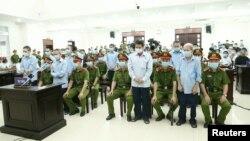 Nông dân Đồng Tâm tại phiên tòa sơ thẩm ở Hà Nội vào ngày 14/9/2020. VNA via Reuters