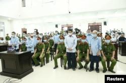 Nông dân Đồng Tâm tại phiên tòa ở Hà Nội kết thúc hôm 14/9/2020. VNA via Reuters
