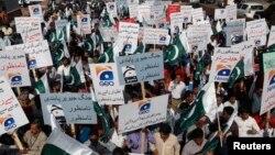 Nhân viên đài truyền hình Geo biểu tình phản đối Cơ quan Quản lý Truyền thông Điện tử Pakistan sau khi giấy phép hoạt động của đài Geo bị đình chỉ 22/5/14