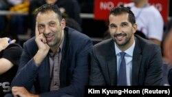 Generalni menadžer Sakramento Kingsa Vlade Divac i njegov zamenik Peđa Stojaković (Foto: Reuters)