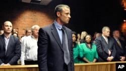 Oscar Pistorius quả quyết rằng anh nghĩ là anh bắn một kẻ trộm.