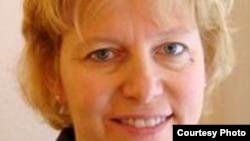 """""""国际转型正义中心""""联合创办人普莱西拉•海内尔(Priscilla B. Hayner)"""