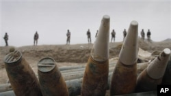 Cảnh sát biên phòng Afghanistan phát hiện các loại vũ khí và tên lửa tại thị trấn biên giới Goshta trong huyện Nangarhar, phía đông thủ đô Kabul
