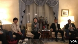 台美国会议员联谊会访问团记者会 (美国之音钟辰芳拍摄)