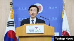 윤병세 한국 외교장관이 22일 서울 외교부 청사에서 2016년 업무보고에 대해 브리핑하고 있다.