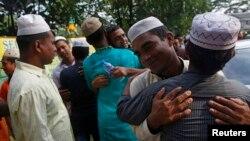 Para pekerja migran dari Bangladesh merayakan hari raya Idul Fitri di sebuah masjid di Singapura (foto: ilustrasi).