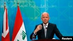 윌리엄 헤이그 영국 외무장관이 26일 바그다드에서 누리 알말리키 이라크 총리와 회담한 후 기자회견에 참석했다.