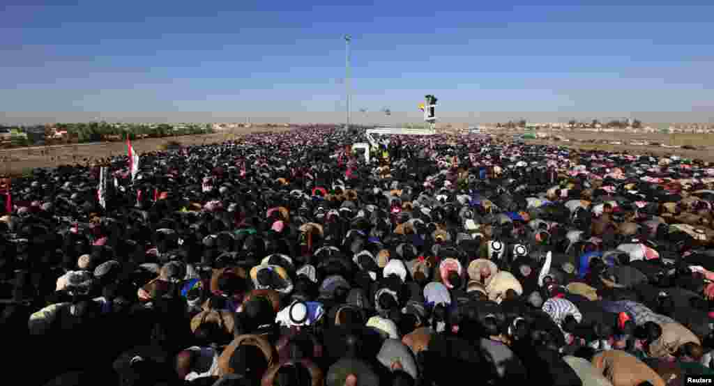 Sunni Muslims take part in Friday prayers during an anti-government demonstration in Falluja, Iraq, December 28, 2012.