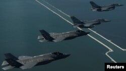 Chiến đấu cơ F-16 và F-35 Lightning II của Mỹ.