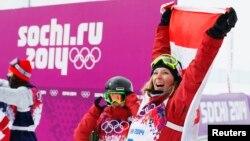 11일 열린 프리스타일 스키 부문에서 금메달을 딴 캐나다의 다라 호웰 선수가 환호하고 있다.