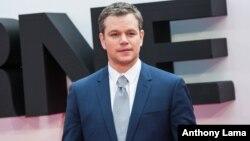 Matt Damon berpose untuk media saat hadir pada pemutaran perdana film 'Jason Bourne' di London, Inggris (11/7).