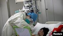 Une victime du virus H7N9 de la grippe aviaire, hospitalisée en Chine