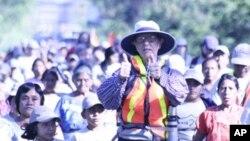 Bob Hentzen, putem pješačenja sa siromašnima, želi informirati javnost o njihovom položaju i pomoći pri pronalaženju rješenja za okončanje siromaštva