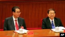 中国前总理李鹏和朱镕基参加中共17大开幕式(2007年10月15日)