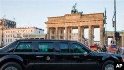 Кортеж Барака Обамы проезжает мимо Бранденбургских ворот. Берлин, 18 июня 2013г.
