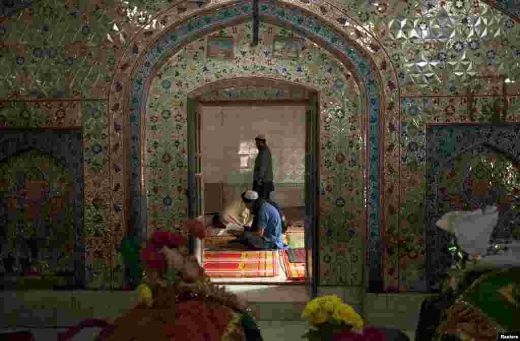 پاکستان کے شمال مغربی صوبہ خیبرپختونخواہ کے جنوبی ضلع ڈیرہ اسماعیل خان میں مختلف مذاہب و عقائد کے ماننے والوں کا مشترکہ قبرستان ہے۔