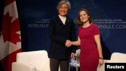 Міністр закордонних справ Канади Христя Фріланд та міністр закордонних справ Південної Кореї Кан К'юн-Ва, Ванкувер