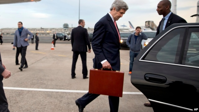 U.S. Secretary of State John Kerry walks into his vehicle on arrival in Paris, March 29, 2014.
