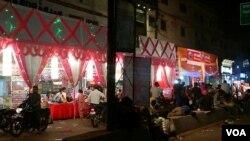 印度媒体认为,抵制运动更多伤及的是当地批发商和零售商。(美国之音朱诺拍摄,2016年10月30日)