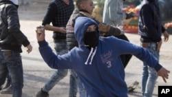 Jovens palestinianos em confronto com o Exército do Israel, Fevereiro, 2016.