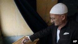 2010년 의원 선거에서 투표하는 이집트 노인 (자료사진)