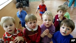 Anak-anak yatim piatu yang dirawat di sebuah rumah sakit di Rusia. (Foto: Dok)
