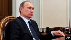 Presiden Rusia Vladimir Putin menjelaskan alasan di balik keputusannya menjual S-300 ke Iran (foto: dok).