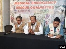 Jumpa pers Medical Emergency Rescue Committee (MER-C) di kantornya di Jakarta, Kamis (30/1). Soal evakuai WNI di Hubei, China. (Foto: VOA/Fathiyah)