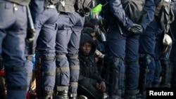 Perancis Bongkar Kamp Pengungsi Calais